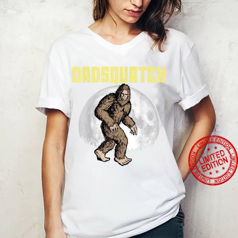 DadSquatch Bigfoot Sasquatch Dad Fathers Day Moon 80s Shirt ladies tee