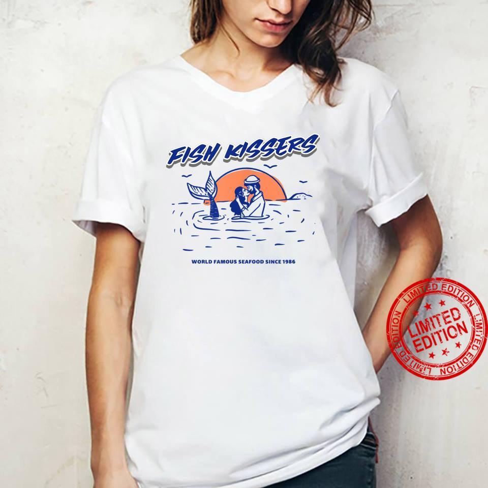 Vintage Fish Kissers Seafood Maritime Design Shirt ladies tee